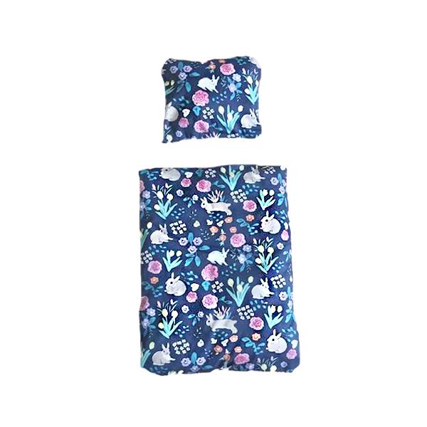 sengetøj til kaninseng blåt med blomster og kaniner