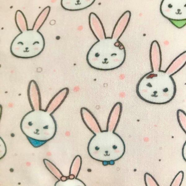 tæt på lyserøde kaninansigter